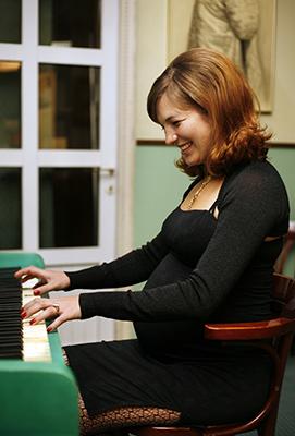 beginner piano student