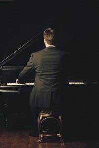 Faithful pianist learning the piano
