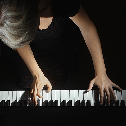Why you need to take weekly piano lessons