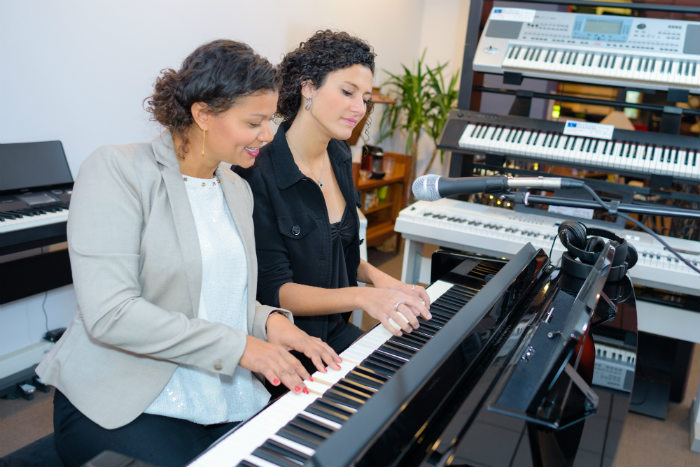 Group piano lessons in London are fun - discover why you should join!