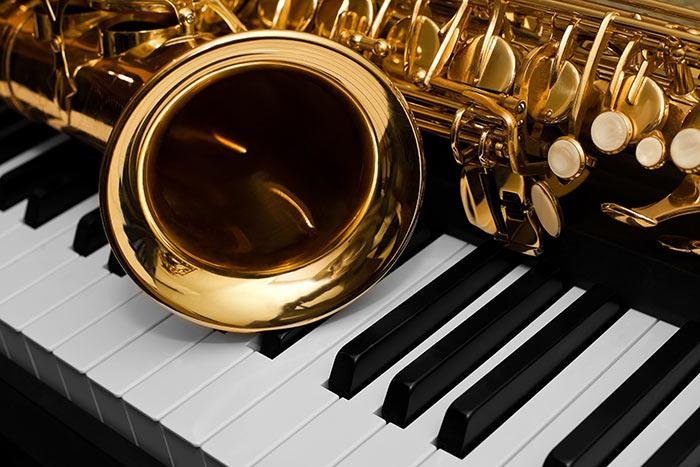 Adult Piano Lessons: Seven Hidden Advantages - key-notes