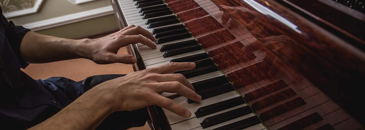 hands-playing-the-piano