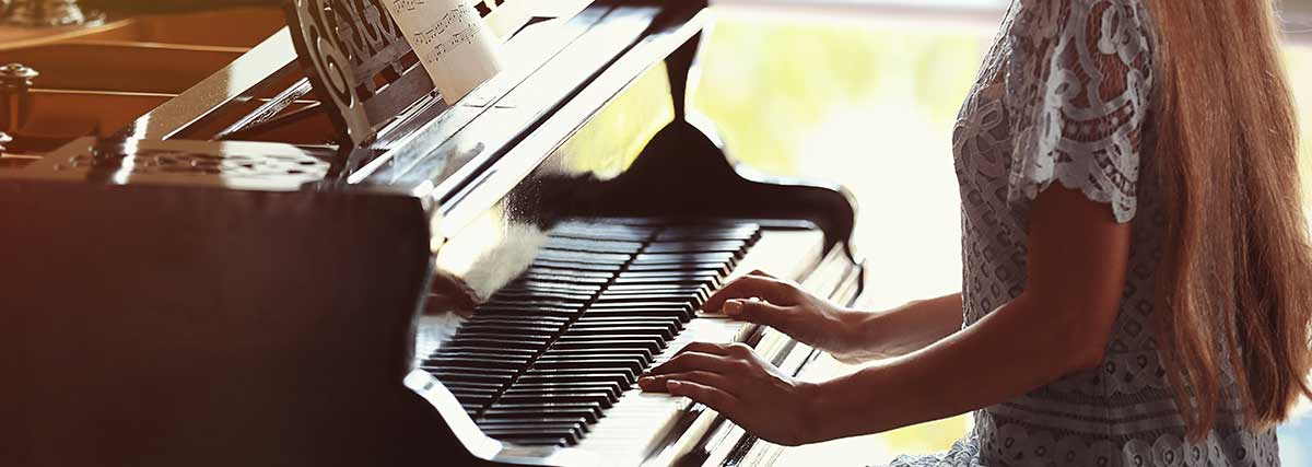 woman-practising-the-piano